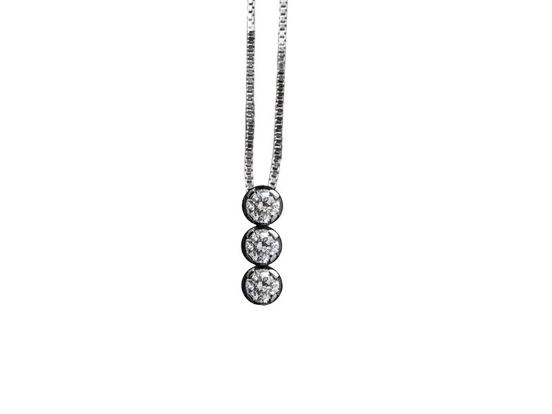 5004 – Collana classica in oro bianco e diamanti naturali