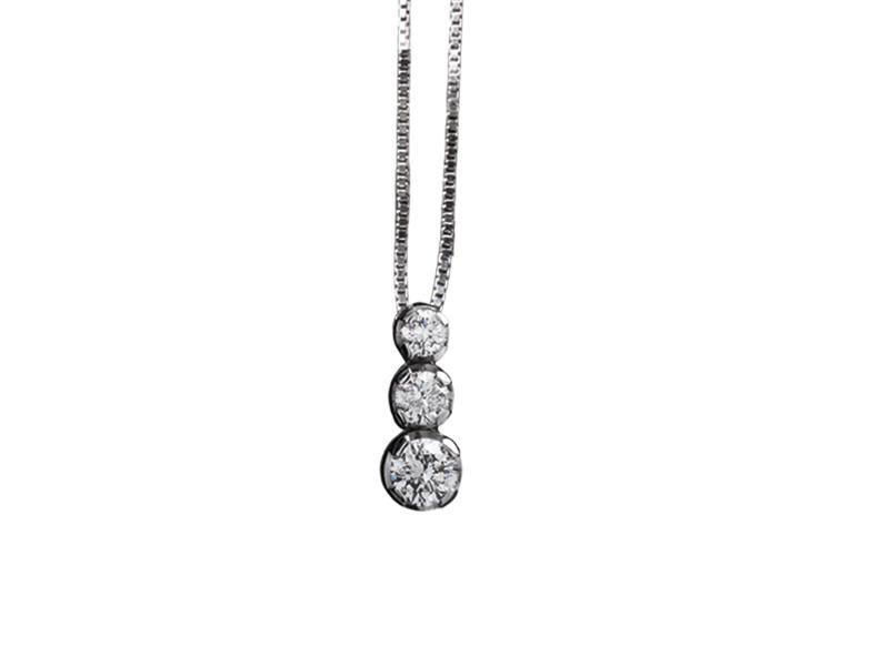 5006 – Collana classica in oro bianco e diamanti naturali