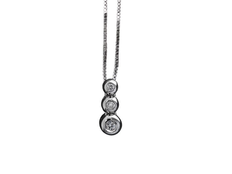 5008 – Collana classica in oro bianco e diamanti naturali