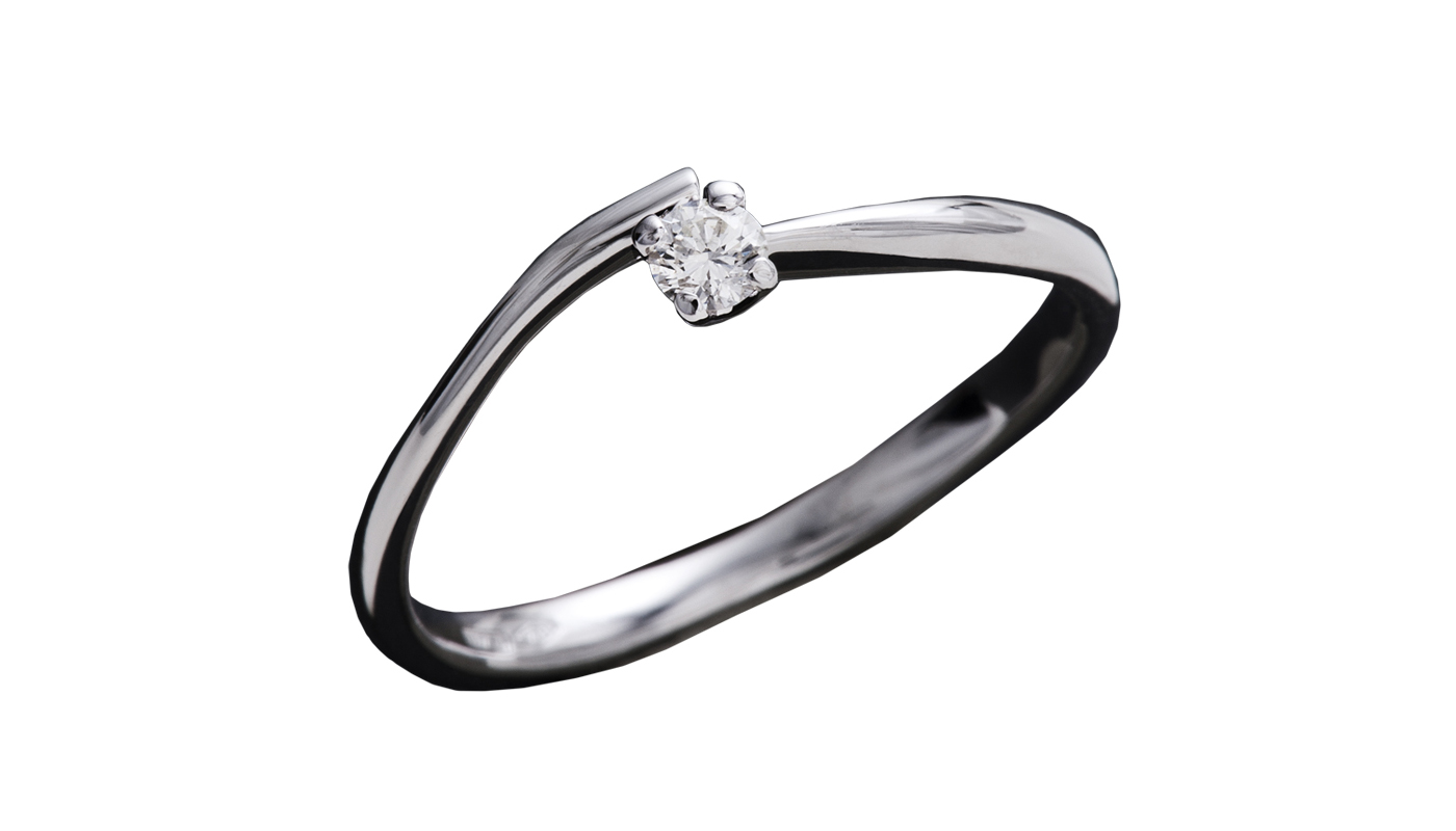 7002 – Anello classico in oro bianco e diamanti naturali