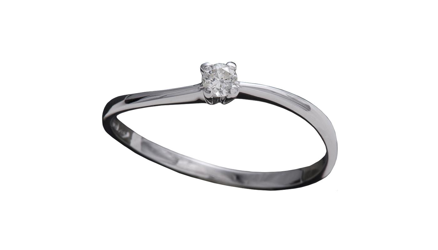 7004 – Anello classico in oro bianco e diamanti naturali