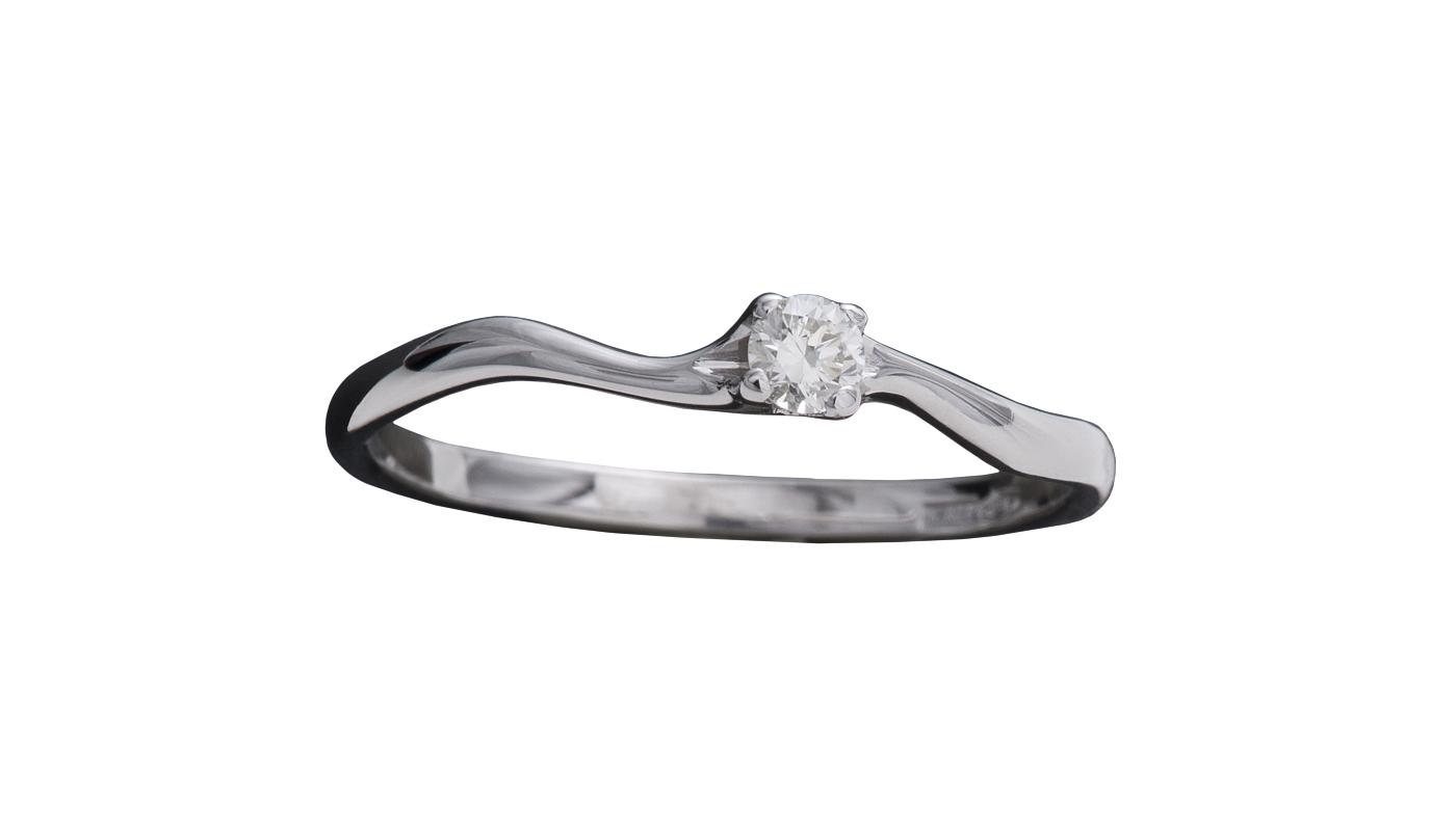 7010 – Anello classico in oro bianco e diamanti naturali
