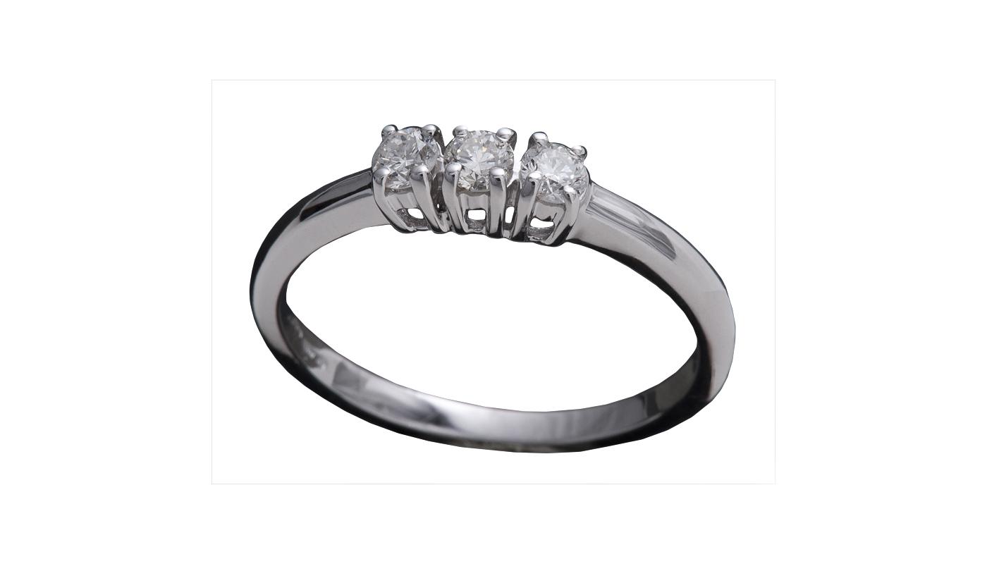 7999 – Anello classico in oro bianco e diamanti naturali